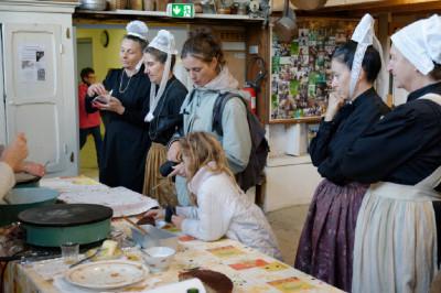 Venez déguster les crêpes au musée, elles sont faites devant vous par des bénévoles prêts à vous expliquer comment faire.