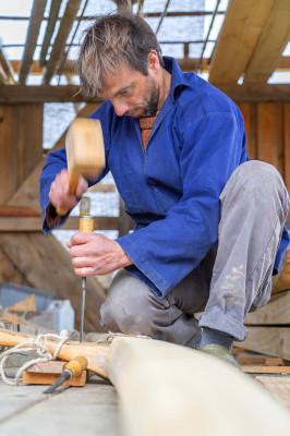 Le musée situé à Argol (Finistère) continue d'étoffer ses activités avec un atelier mosaïque, la fabrication de tisanes à l'ancienne, la sculpture sur argile et la fabrication de bateaux. Julien Gratiot, constructeur de bateaux 100 % écologiques, rejoint le musée.